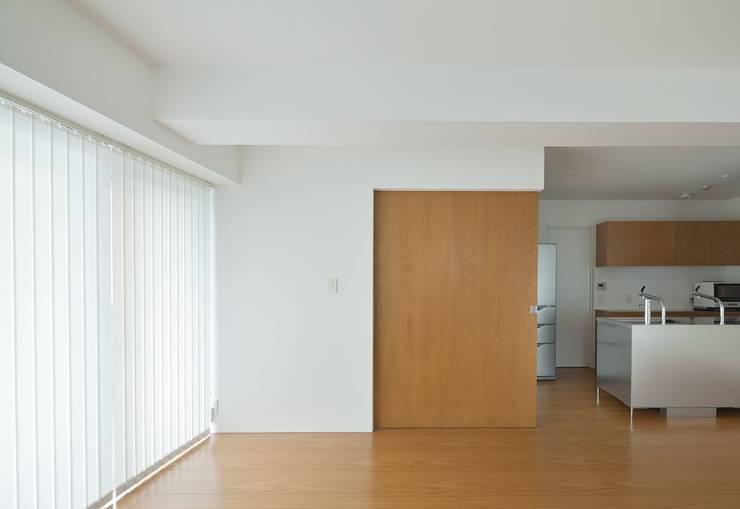 香椎浜のマンションリノベーション: ろく設計室が手掛けた窓&ドアです。