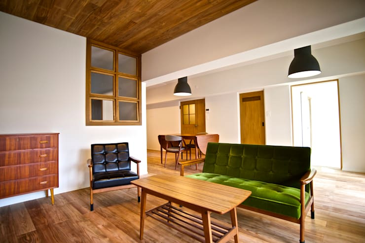 HOUSE U (リノベーション): ろく設計室が手掛けたリビングです。