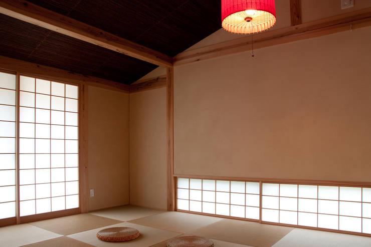 エコ・レトロの家: 大森建築設計室が手掛けた和室です。,クラシック