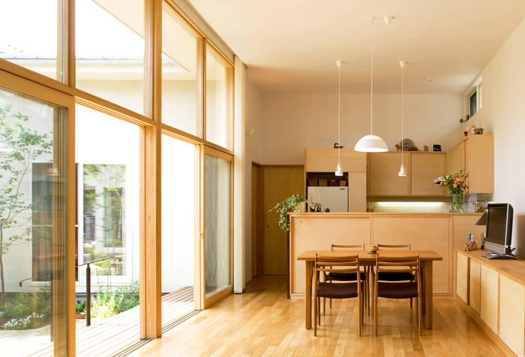 大きな窓のリビングルーム: FURUKAWA DESIGN OFFICEが手掛けたリビングです。