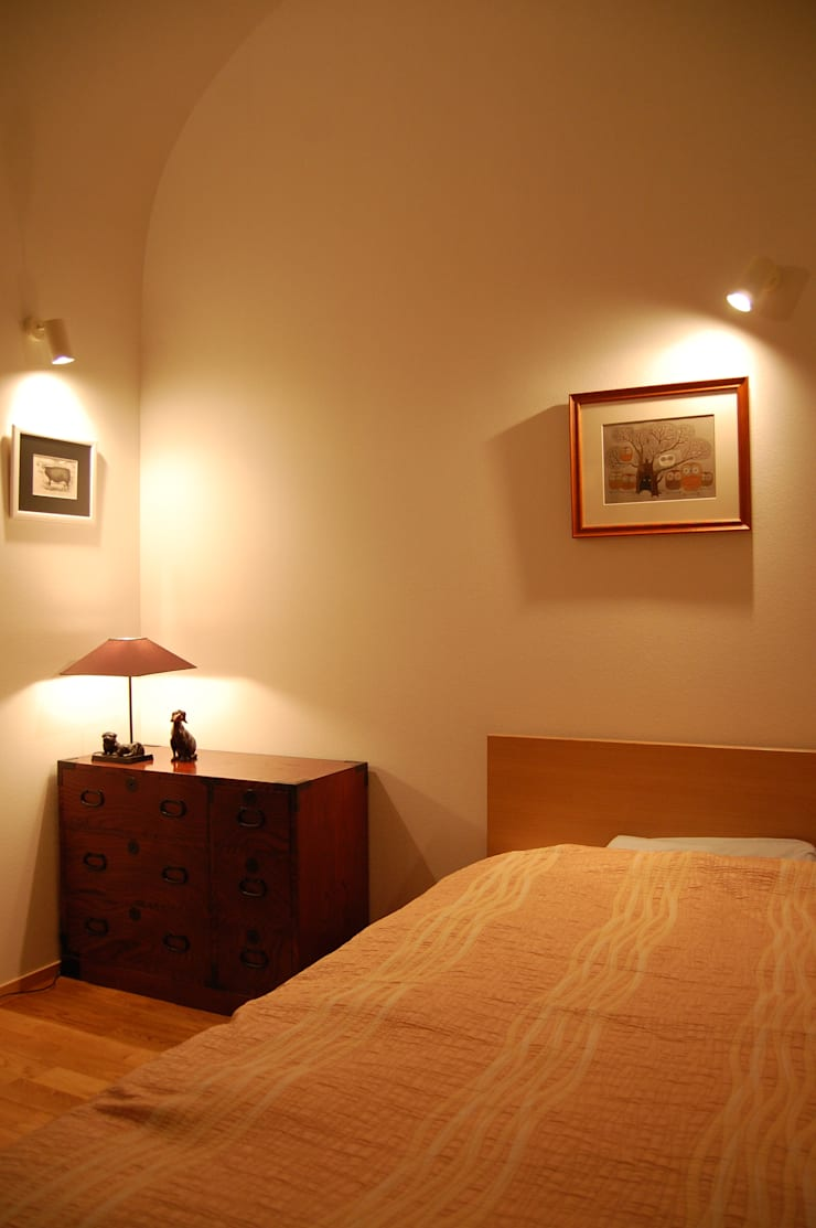 寝室の夜景: FURUKAWA DESIGN OFFICEが手掛けた現代のです。,モダン