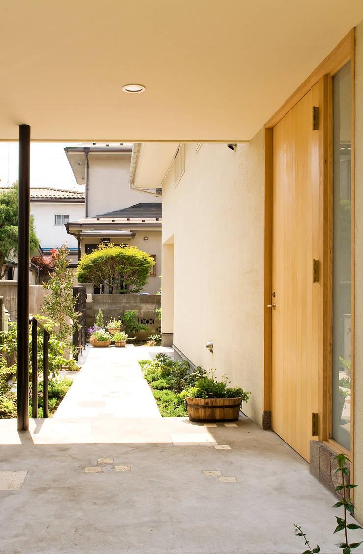 玄関: FURUKAWA DESIGN OFFICEが手掛けた家です。,モダン