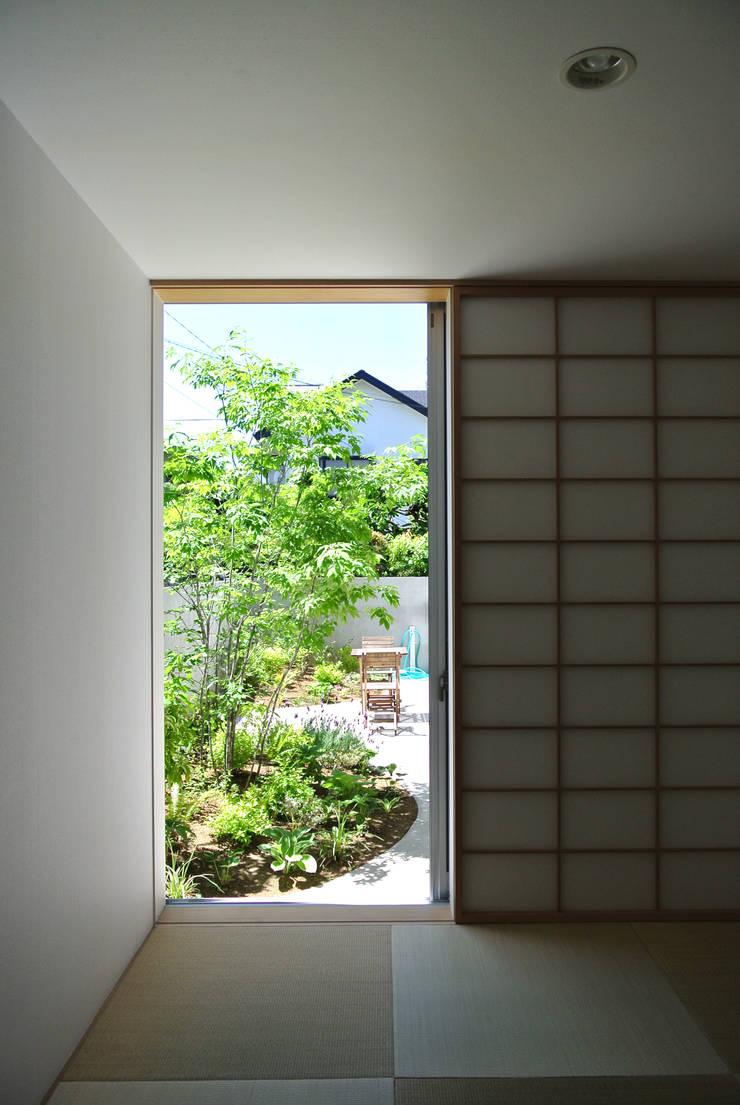 和室から庭の眺め: FURUKAWA DESIGN OFFICEが手掛けた和室です。
