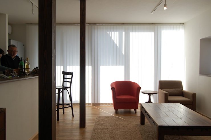 リビングルーム: FURUKAWA DESIGN OFFICEが手掛けたリビングです。