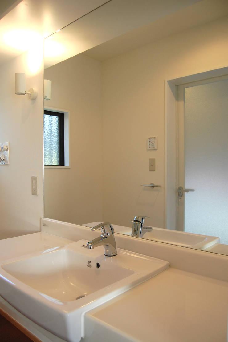 洗面所: FURUKAWA DESIGN OFFICEが手掛けた浴室です。