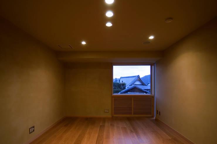 F邸(R): 長谷雄聖建築設計事務所が手掛けた和室です。