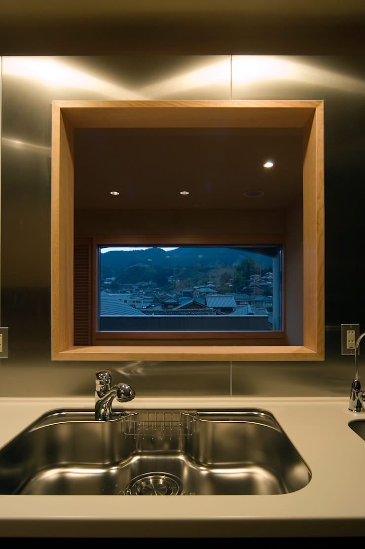 F邸(R): 長谷雄聖建築設計事務所が手掛けたキッチンです。