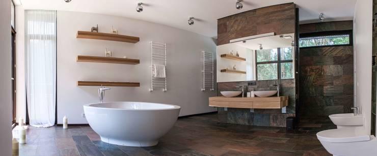 Наедине с природой: Ванные комнаты в . Автор – MARTINarchitects