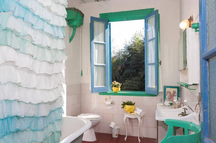 MACETA -MODELO BLUP: Paisajismo de interiores de estilo  por CURADORAS