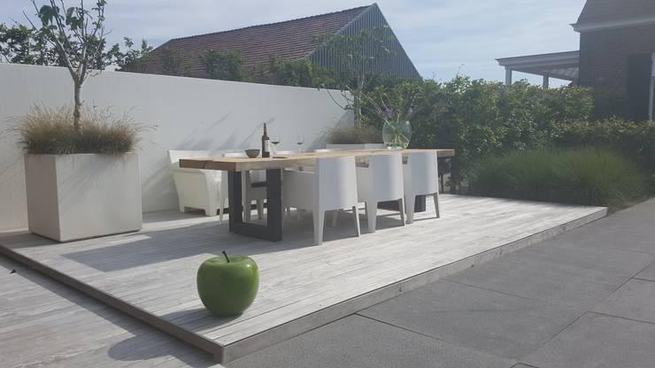 Boomstamtafels voor buiten: modern  door Woodlovesyou&more, Modern