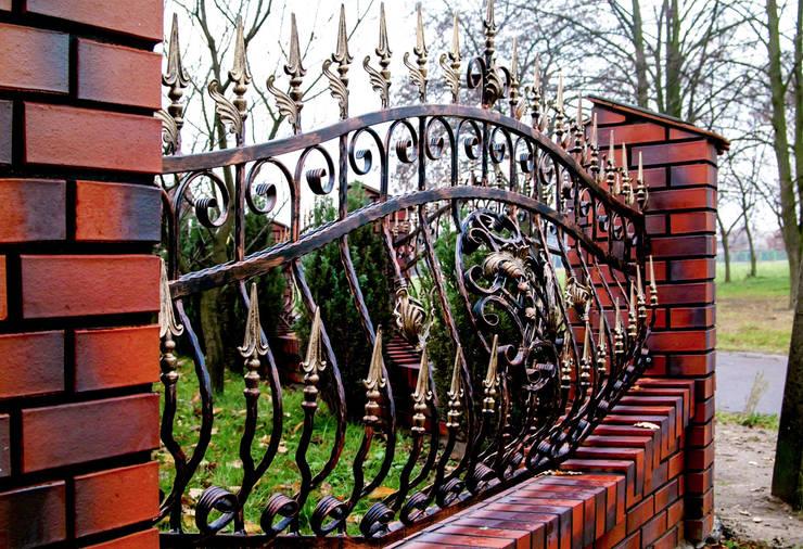 Realizacja ogrodzenia 7: styl , w kategorii Ogród zaprojektowany przez Armet ,
