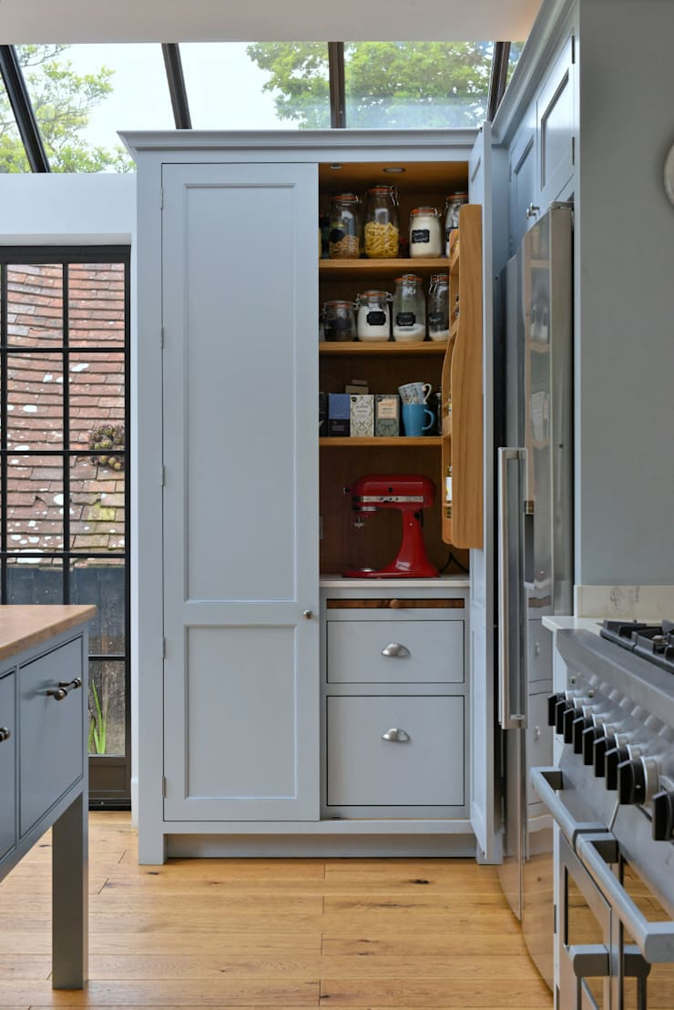 'Vivid Classic' Kitchen - pantry open, bread drawer Classic style kitchen by Vivid line furniture ltd Classic
