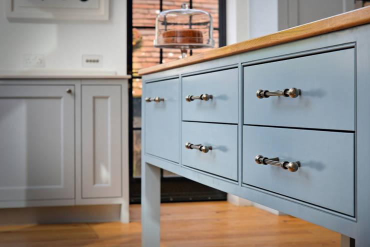 'Vivid Classic' Kitchen - island detail Classic style kitchen by Vivid line furniture ltd Classic