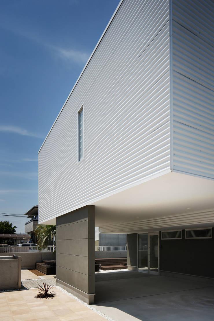 l a n i: *studio LOOP 建築設計事務所が手掛けた家です。,モダン