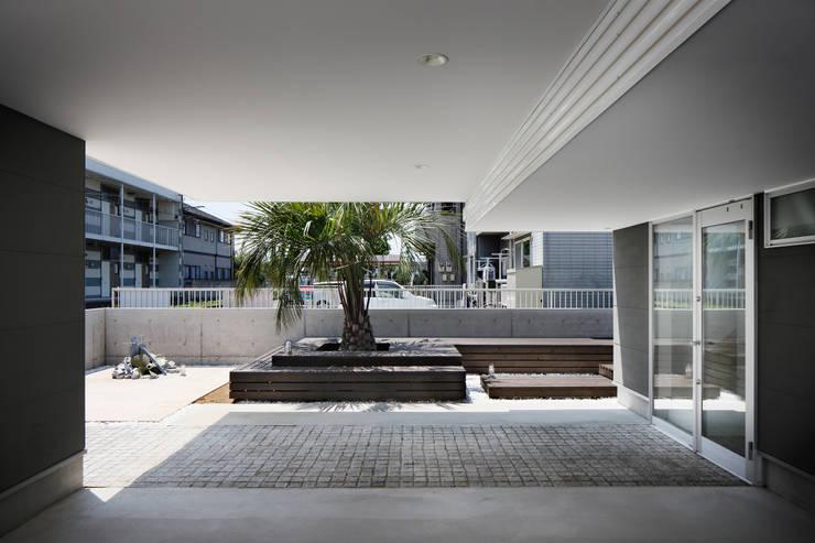 l a n i: *studio LOOP 建築設計事務所が手掛けたガレージです。,モダン