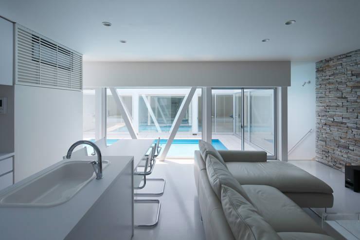 l a n i: *studio LOOP 建築設計事務所が手掛けたダイニングです。