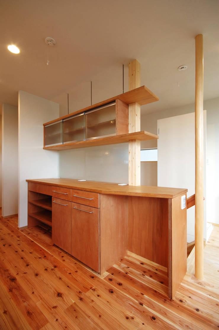 Rojiのある家: (有)RABBITSON一級建築士事務所が手掛けたキッチンです。