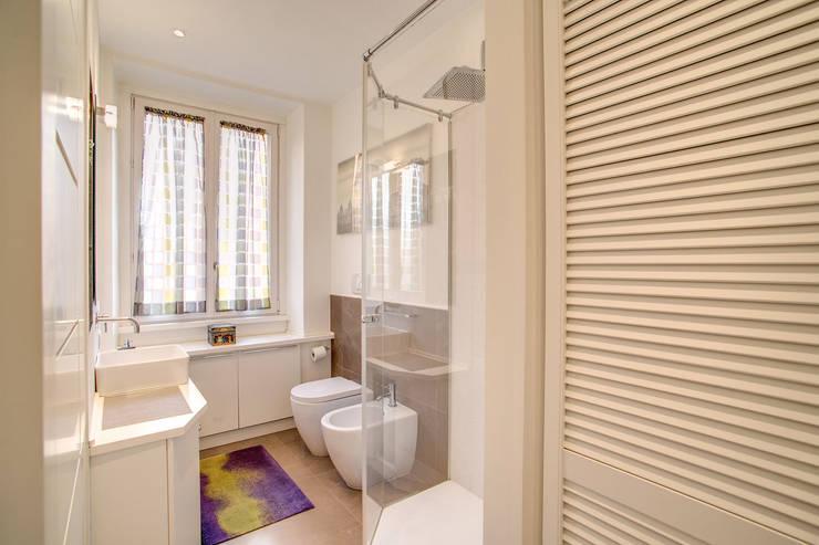 Projekty,  Łazienka zaprojektowane przez MOB ARCHITECTS