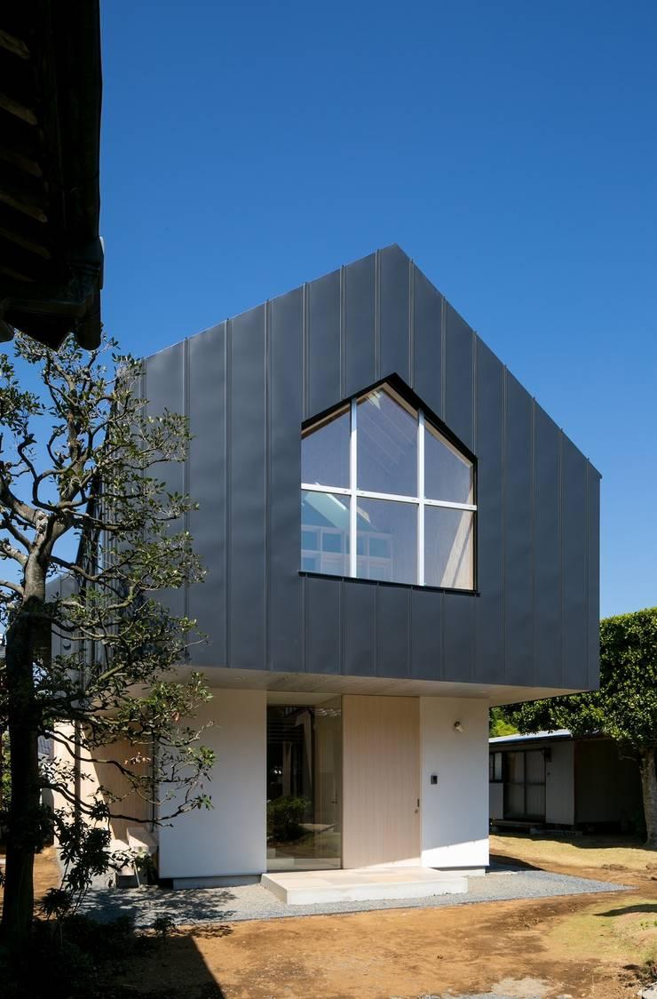 オカノいえ: 株式会社飯島洋省andHAND建築設計事務所が手掛けた家です。