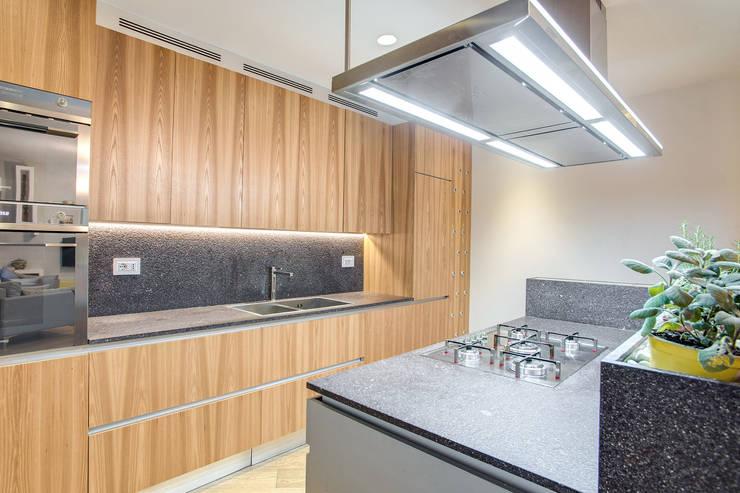 VEGEZIO: Cucina in stile  di MOB ARCHITECTS