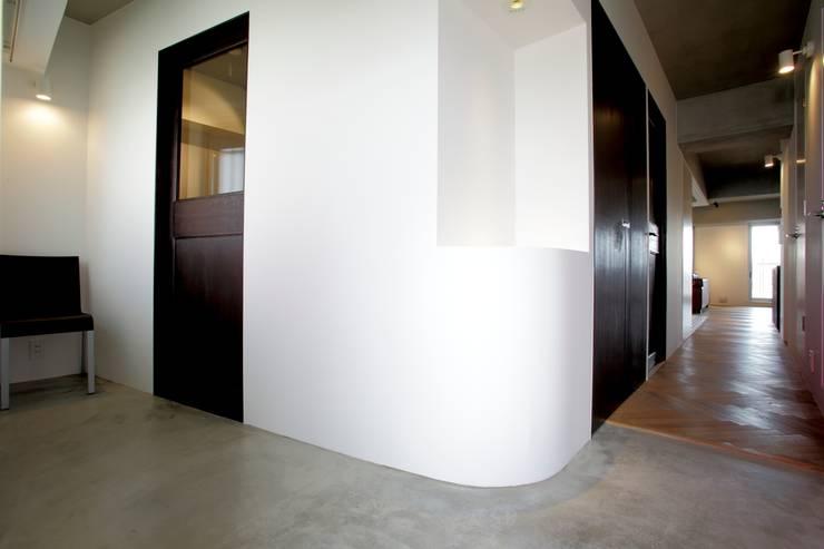 エントランス: SWITCH&Co.が手掛けた和室です。,