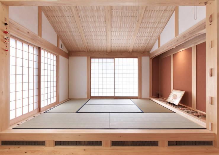 和室: SSD建築士事務所株式会社が手掛けたリビングです。,クラシック