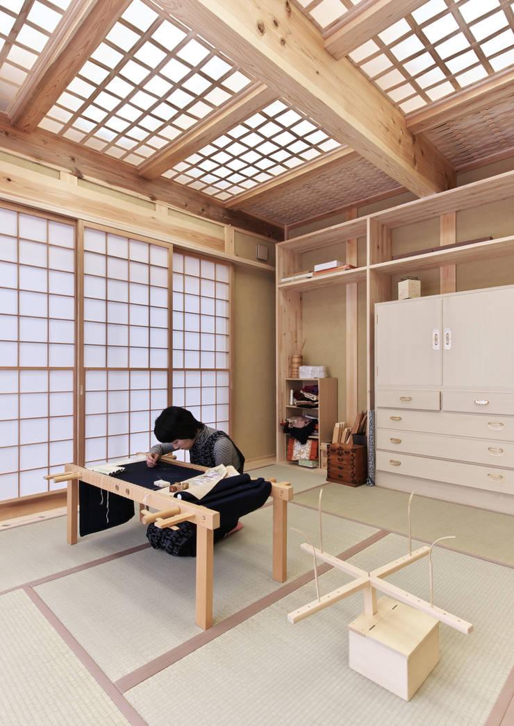 趣味室: SSD建築士事務所株式会社が手掛けた書斎です。,クラシック
