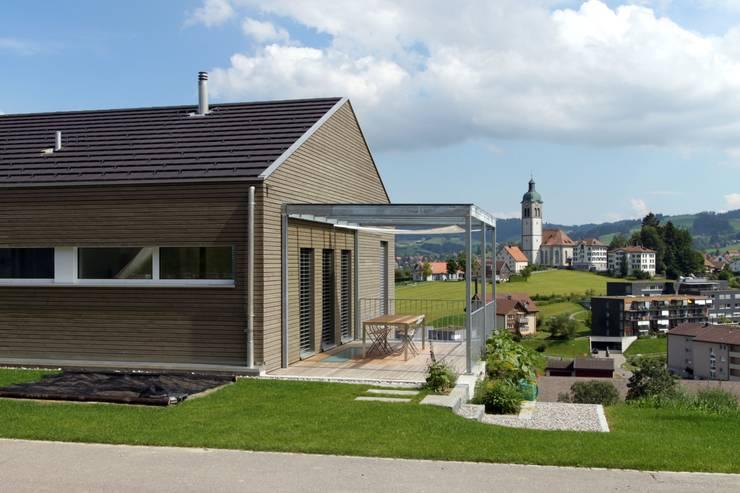 Einfamilienhaus als Passivhaus: moderne Häuser von RAB Rutz + Bänziger Architekten