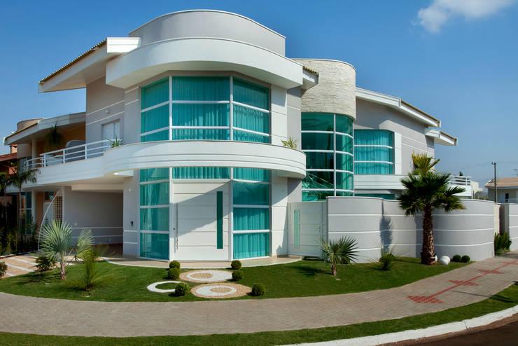 Casa das Águas: Casas  por Arquiteto Aquiles Nícolas Kílaris