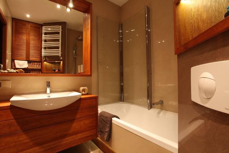 mała łazienka: styl , w kategorii  zaprojektowany przez Zbigniew Winiarczyk ,Nowoczesny