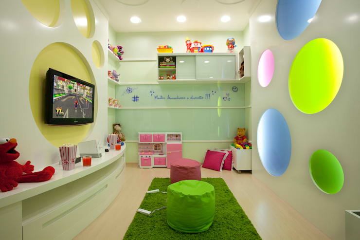 Casa das Águas: Quarto infantil  por Arquiteto Aquiles Nícolas Kílaris