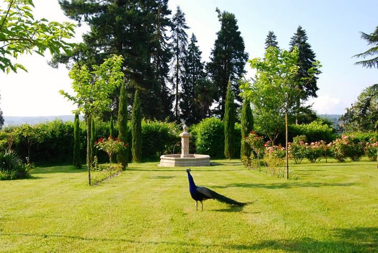 Jardines de estilo  por Provence Retrouvée