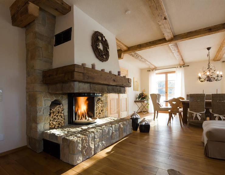Ruang Keluarga by Beinder Schreinerei & Wohndesign GmbH