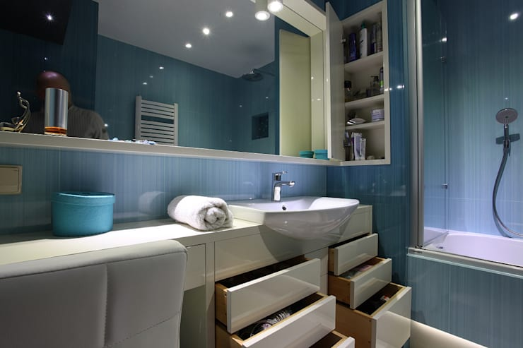 niebieska łazienka i wc: styl , w kategorii  zaprojektowany przez Zbigniew Winiarczyk ,Nowoczesny
