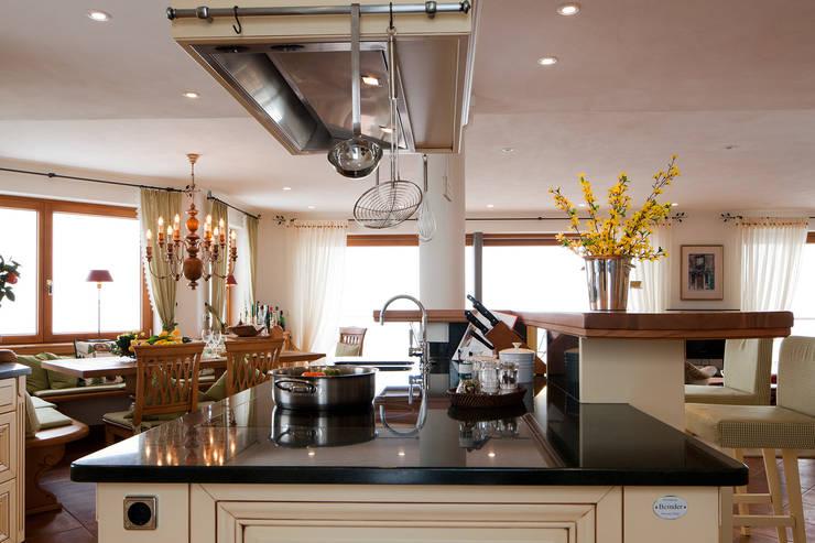 Cocinas de estilo rural por Beinder Schreinerei & Wohndesign GmbH