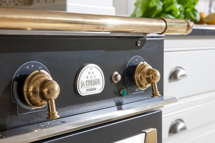 Cucina in stile  di Beinder Schreinerei & Wohndesign GmbH