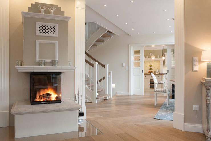 غرفة المعيشة تنفيذ Beinder Schreinerei & Wohndesign GmbH