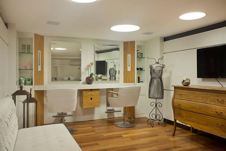 Dessange Paris Centro de Beleza – Barrashopping: Lojas e imóveis comerciais  por Cadore Arquitetura