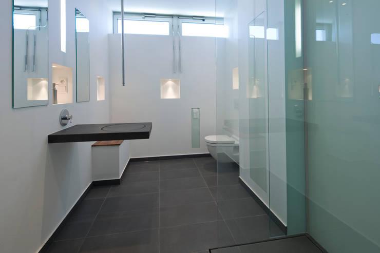 Baños de estilo  de baqua GmbH  Manufaktur für Bäder