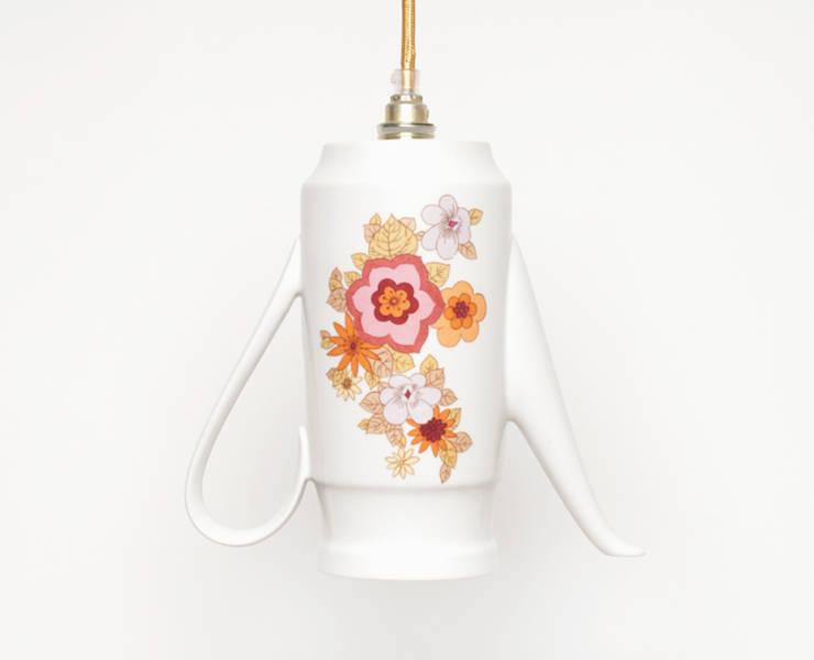 Lieselotte handgefertigte Hängelampe Kaffeekanne mit buntem Blumendekor: landhausstil Küche von Lieselotte