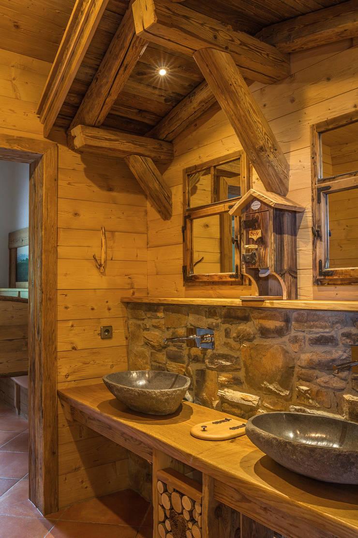 Rustic style bathroom by Beinder Schreinerei & Wohndesign GmbH Rustic