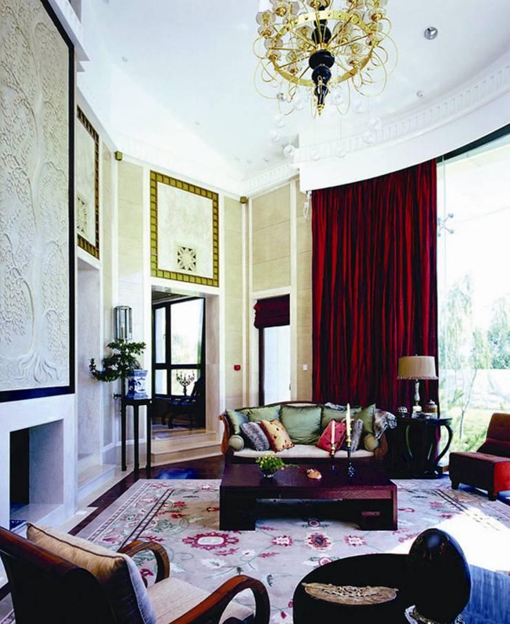 Дизайн загородного дома в поселке Barvikha Hills : Гостиная в . Автор – White & Black Design Studio