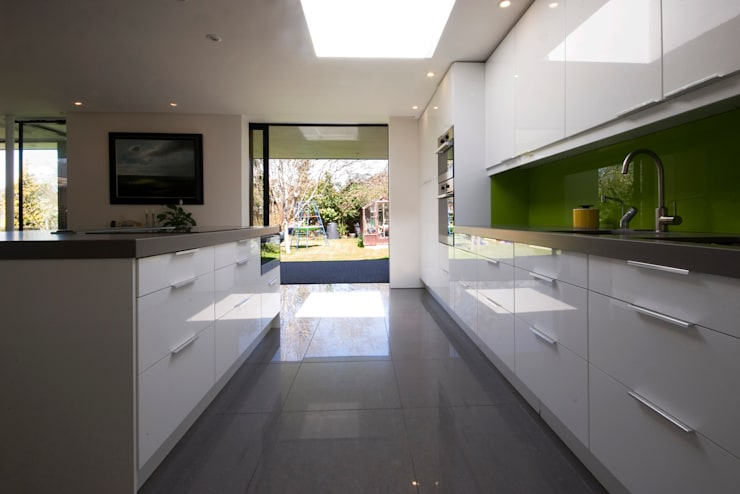 Calderwood:  Kitchen by Designscape Architects Ltd