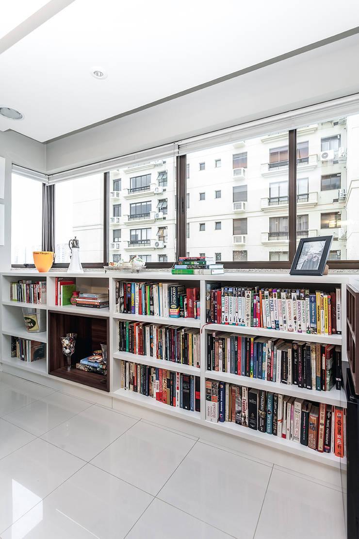 Apartamento Passo D`Areia: Terraços  por Arquiteto Gustavo Redlich & Associados