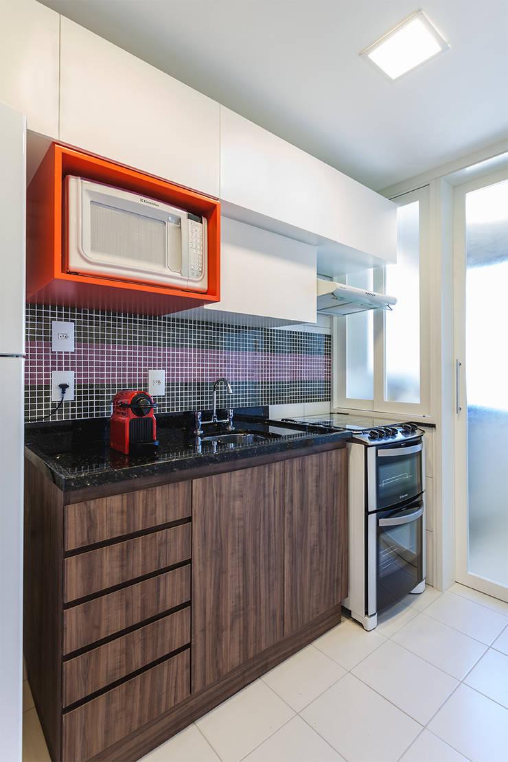 Kitchen by Arquiteto Gustavo Redlich & Associados, Modern