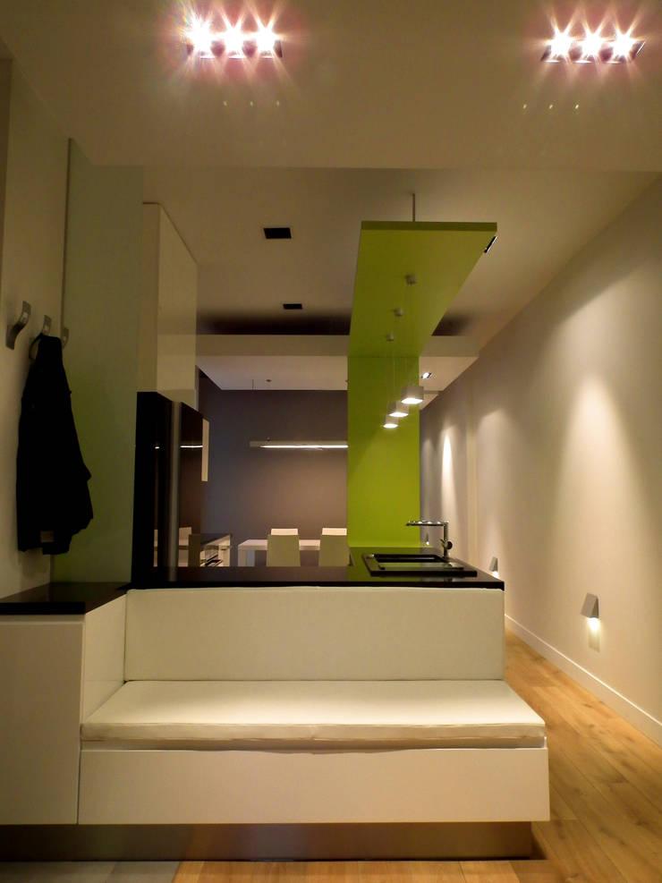 Mieszkanie Katowice: styl , w kategorii Korytarz, przedpokój zaprojektowany przez LMarchitekt,