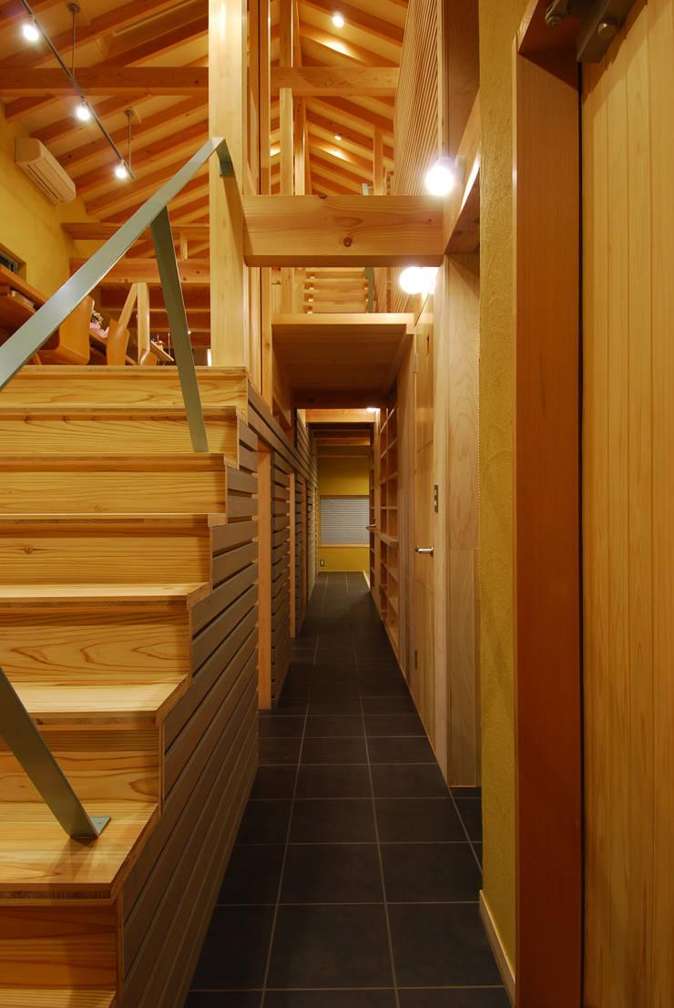 内路地: 豊田空間デザイン室 一級建築士事務所が手掛けた廊下 & 玄関です。,オリジナル