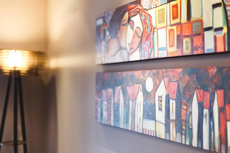 Apartamento Menino Deus: Paredes  por Arquiteto Gustavo Redlich & Associados