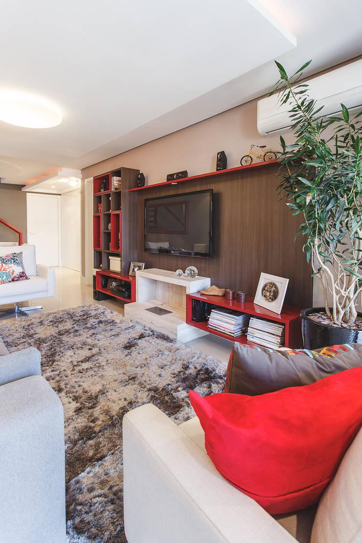 Apartamento Menino Deus: Salas de estar modernas por Arquiteto Gustavo Redlich & Associados