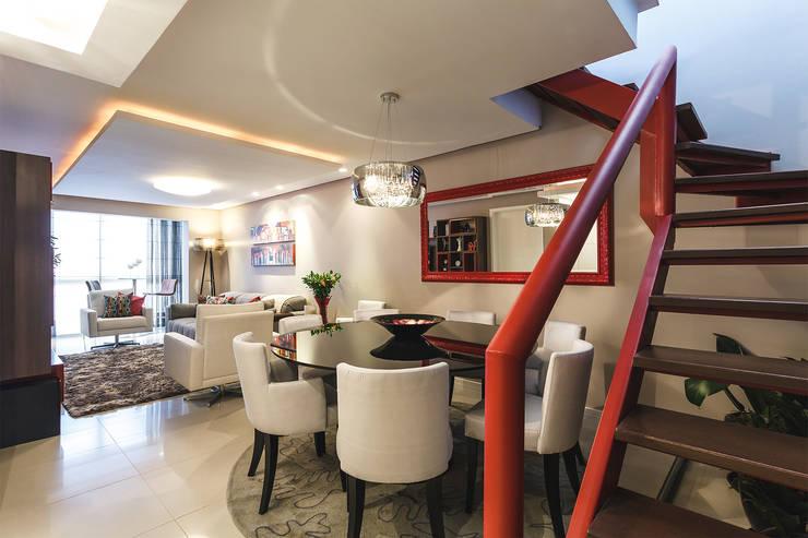 Apartamento Menino Deus: Salas de jantar modernas por Arquiteto Gustavo Redlich & Associados